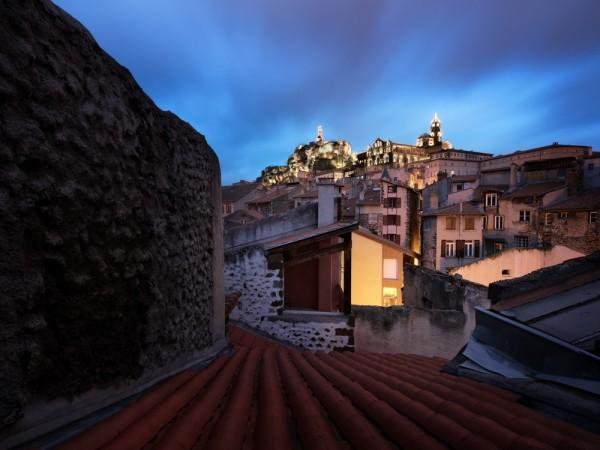 Vue sur les toits du Puy.jpg