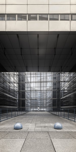 Echo_Urbain_serie_photo_defense_architecture_solitude_ultraviolet_pierre-louis_ferrer (7).jpg