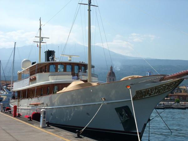 Yacht.thumb.JPG.74471f91c11574eee9736dcafdf953b2.JPG